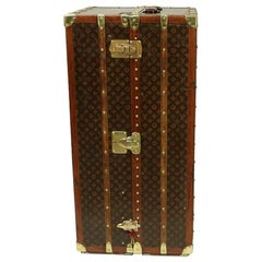 Collector Louis Vuitton Wardrobe Trunk in Monogram stencil canvas 1920/1930's