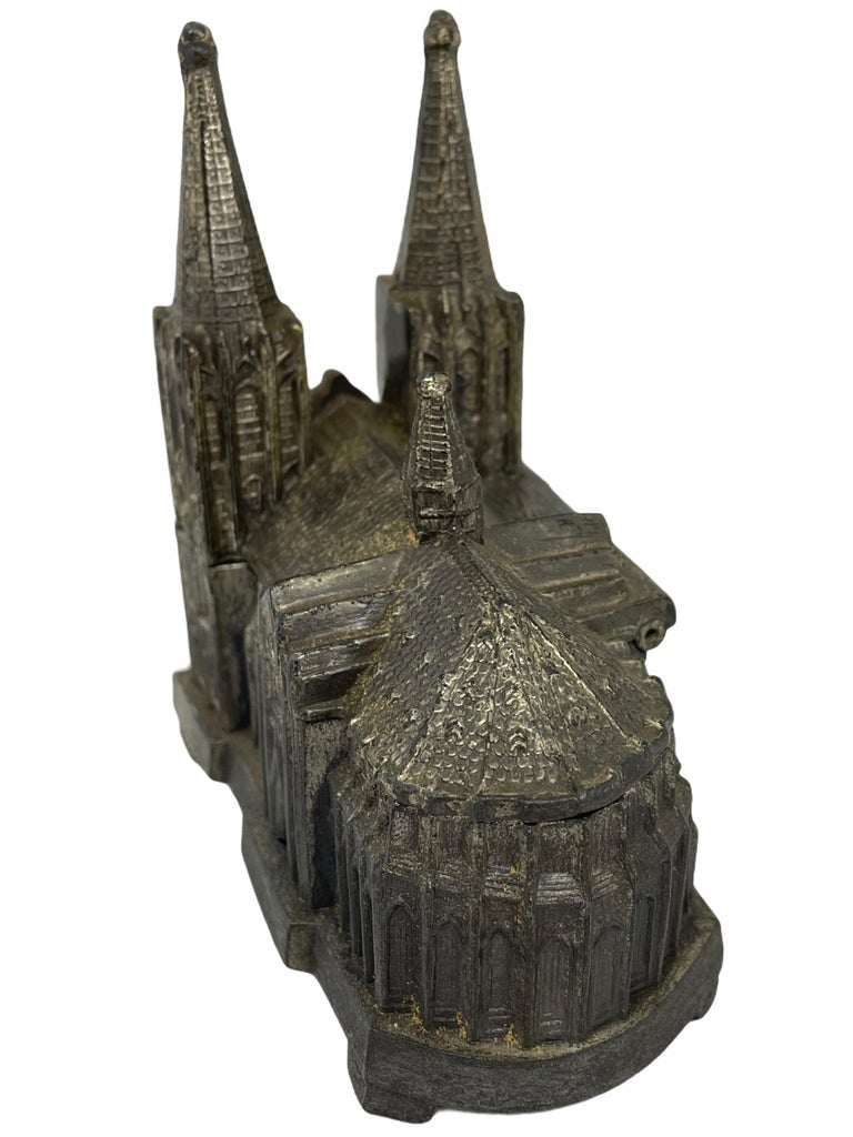 Cologne Cathedral Jewelry Trinket Box Metal, Antique German Souvenir, 1930s In Good Condition For Sale In Nürnberg, DE