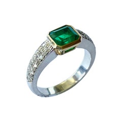 Colombia Emerald of 1.25 Ct and Diamonds Set in a 18k, Gold Hand Made Ring