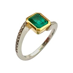 Colombia Emerald of 1.30 Ct and Diamonds Sert in a 18K, Gold Hand Made Ring