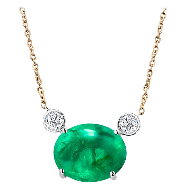 Colombia Green Cabochon Emerald Yellow Gold Drop Pendant Necklace For Sale