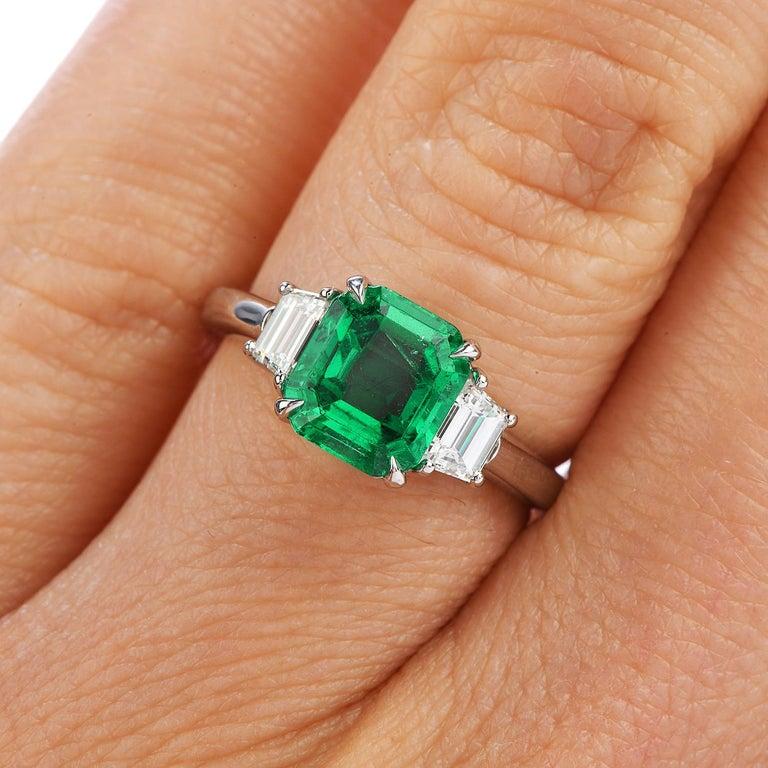 Women's or Men's Colombian Emerald AGL 2.62 Carat Diamond Platinum Engagement Ring For Sale