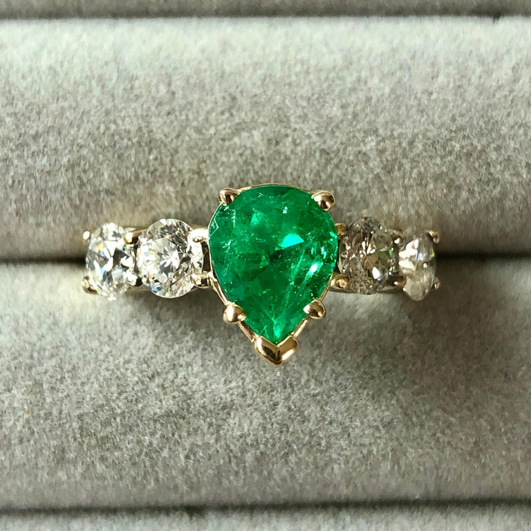 Colombian Emerald and Diamond Engagement Ring 14 Karat For Sale 5