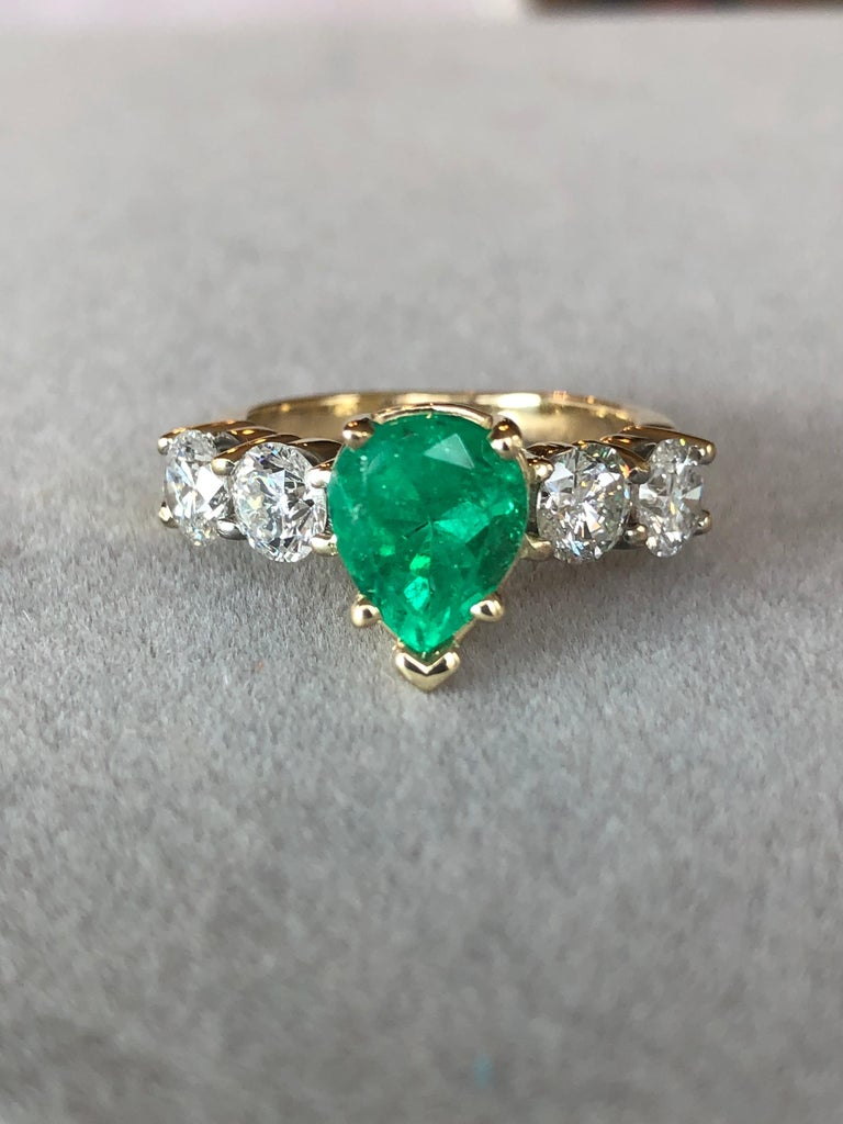 Colombian Emerald and Diamond Engagement Ring 14 Karat For Sale 7