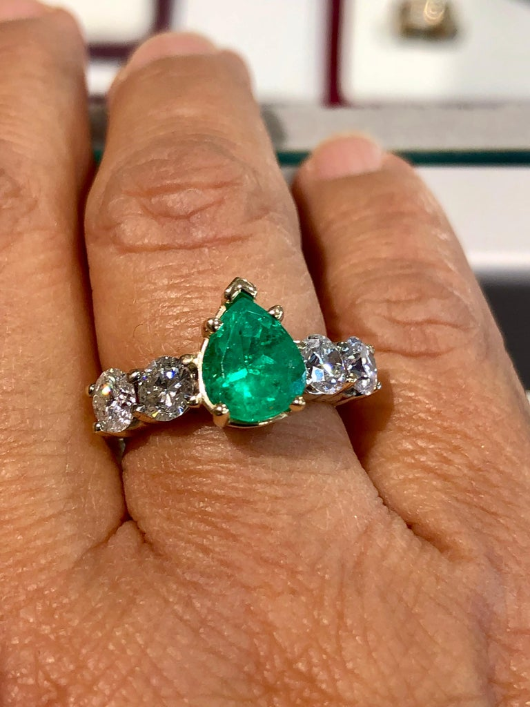 Colombian Emerald and Diamond Engagement Ring 14 Karat For Sale 2