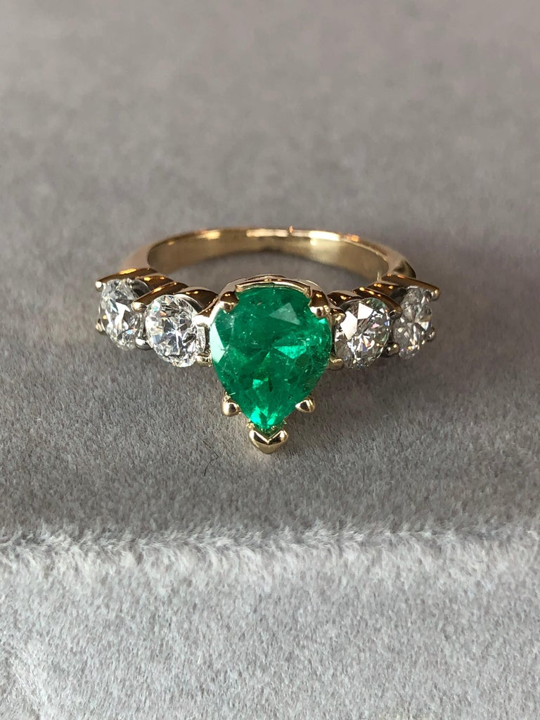 Colombian Emerald and Diamond Engagement Ring 14 Karat For Sale 4