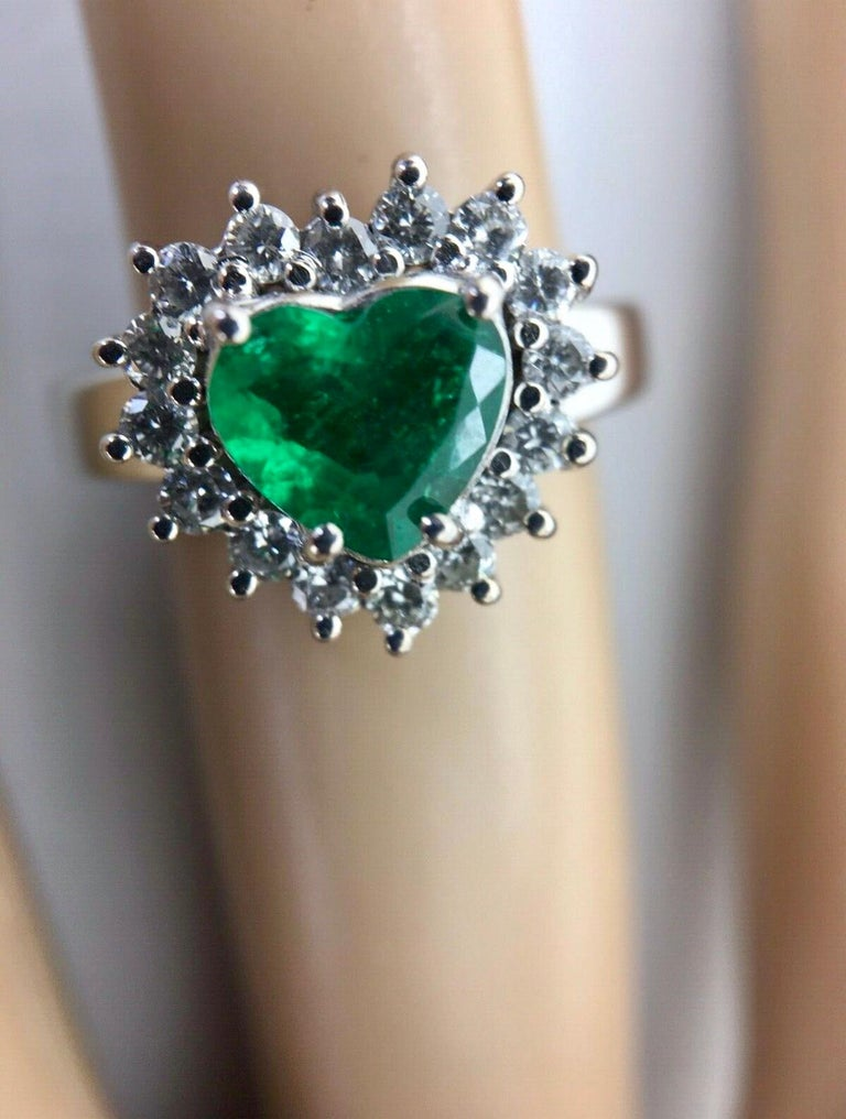 Colombian Emerald and Diamond Engagement Ring 18 Karat Gold In Excellent Condition For Sale In Brunswick, ME