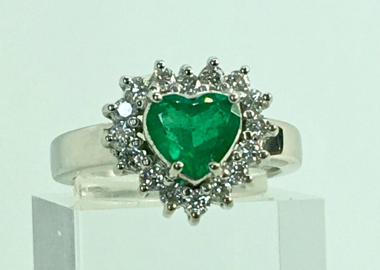 Colombian Emerald and Diamond Engagement Ring 18 Karat Gold For Sale 2