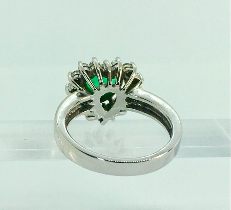 Colombian Emerald and Diamond Engagement Ring 18 Karat Gold For Sale 3