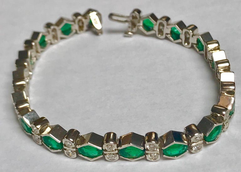 Colombian Emerald and Diamond Tennis Bracelet 18 Karat White Gold, Estate In Excellent Condition For Sale In New York, NY