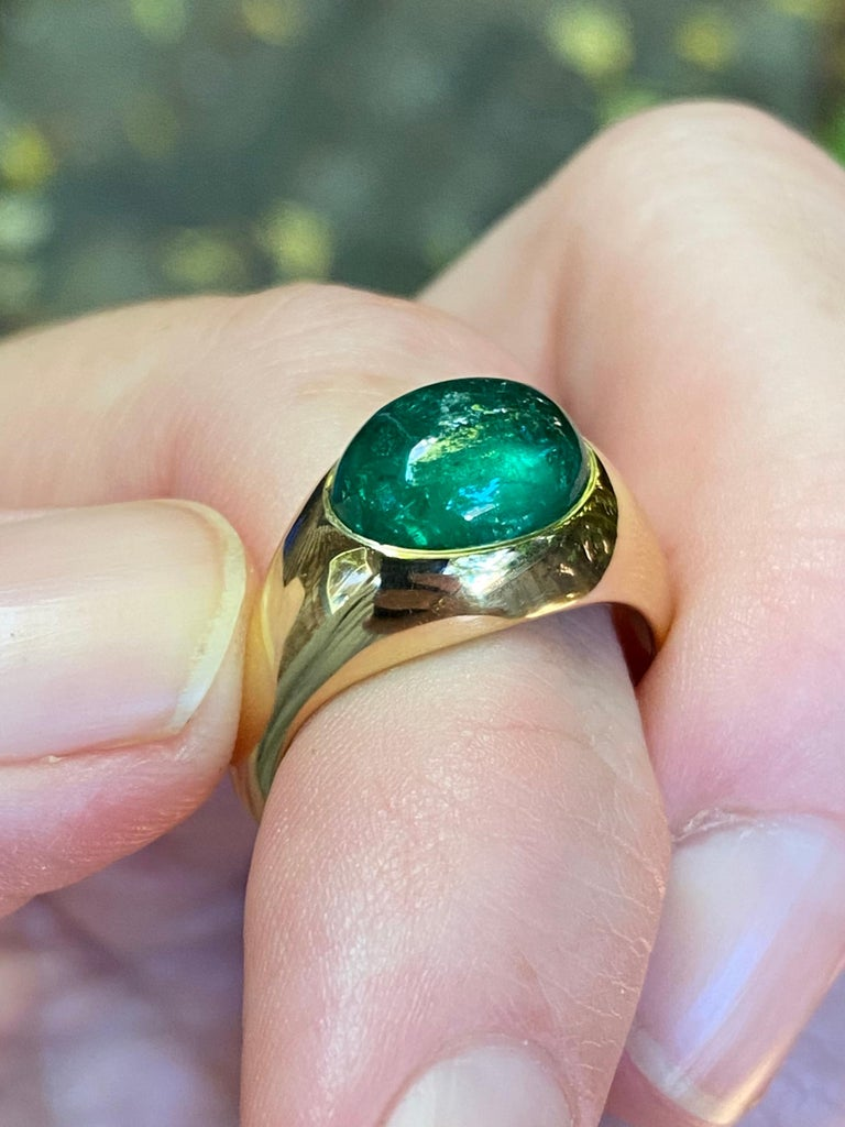 Artisan Colombian Emerald Cabochon Ring in 18 Karat Gold For Sale