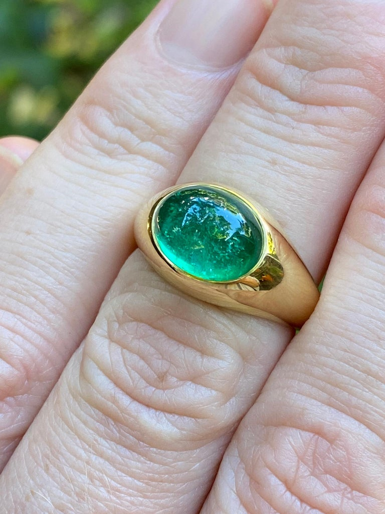 Colombian Emerald Cabochon Ring in 18 Karat Gold In New Condition For Sale In Berkeley, CA