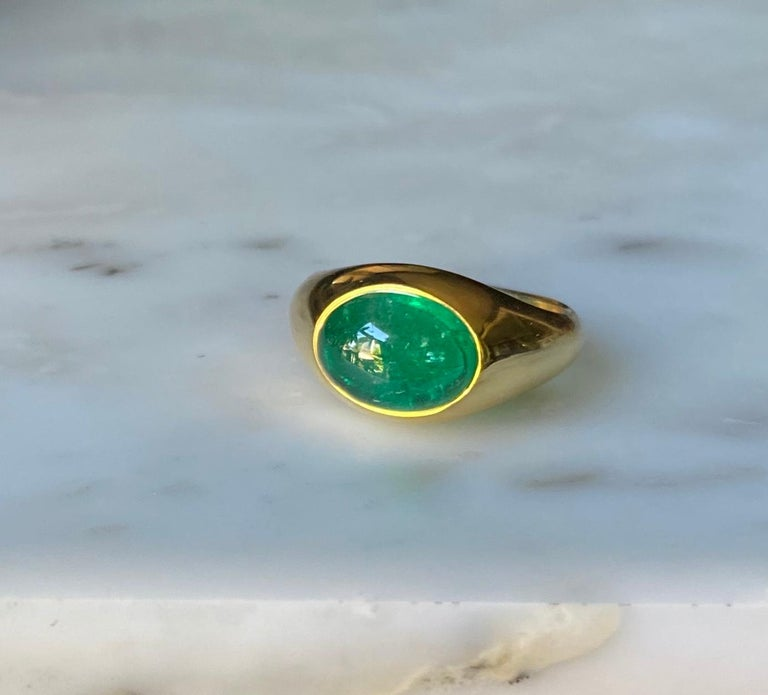 Colombian Emerald Cabochon Ring in 18 Karat Gold For Sale 1