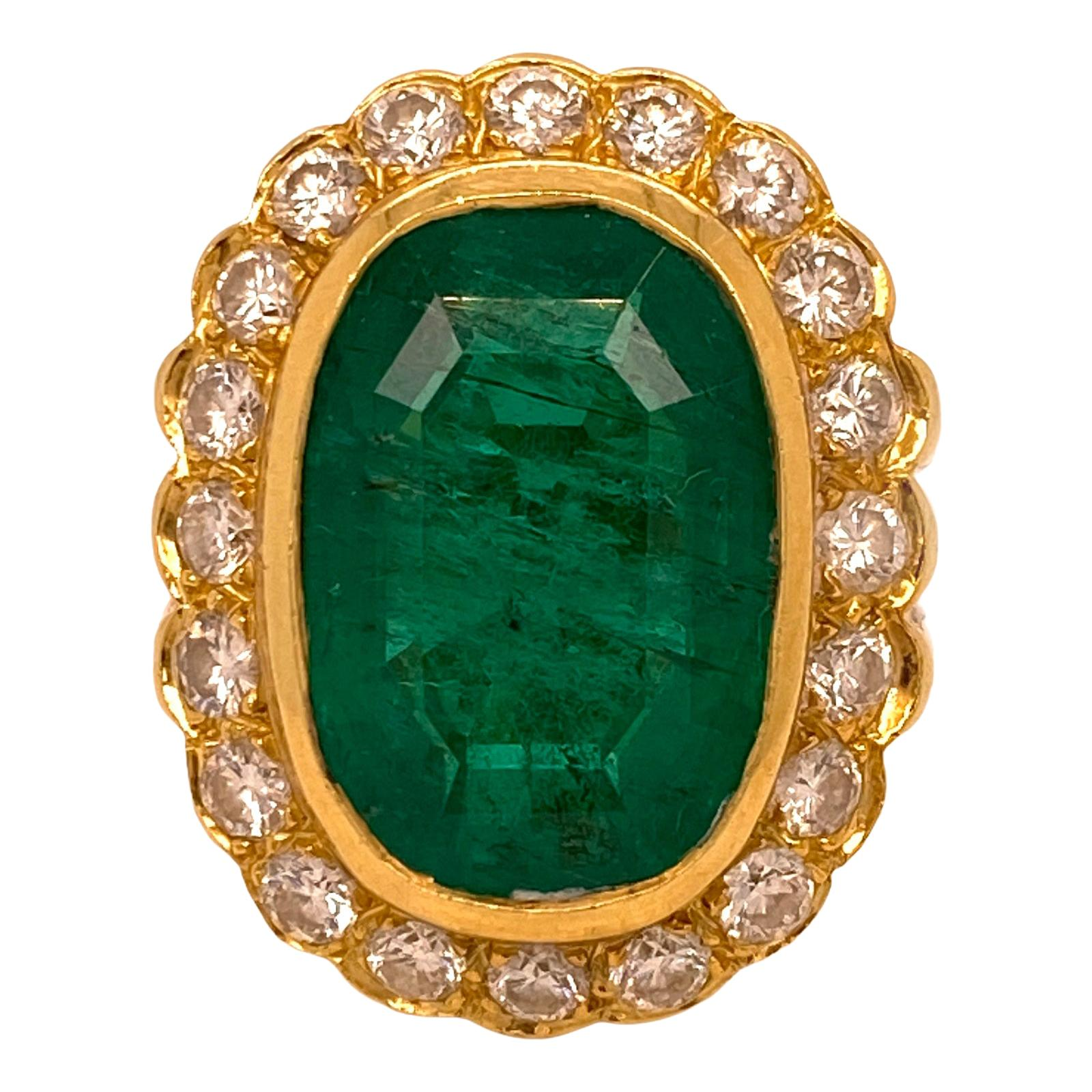 Colombian Emerald Diamond 18 Karat Yellow Gold Cocktail Ring AGL Certified