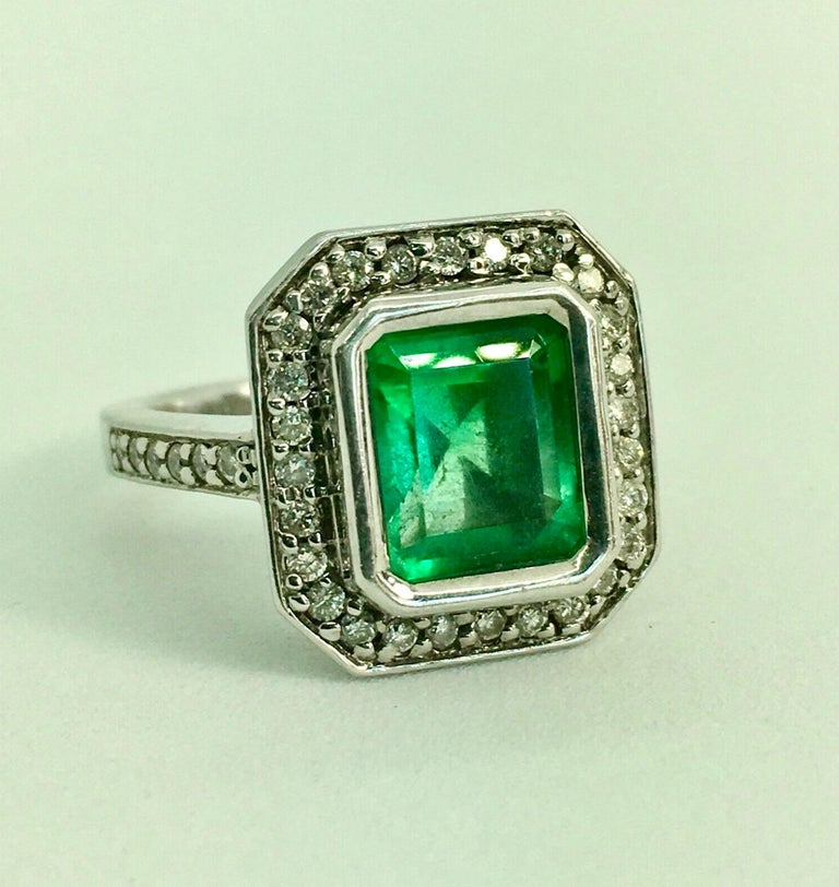 Women's Colombian Emerald Diamond Art Deco Engagement Style Ring For Sale