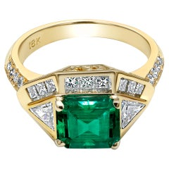Colombian Emerald Diamond Cocktail Ring Weighing 3.57 Carat