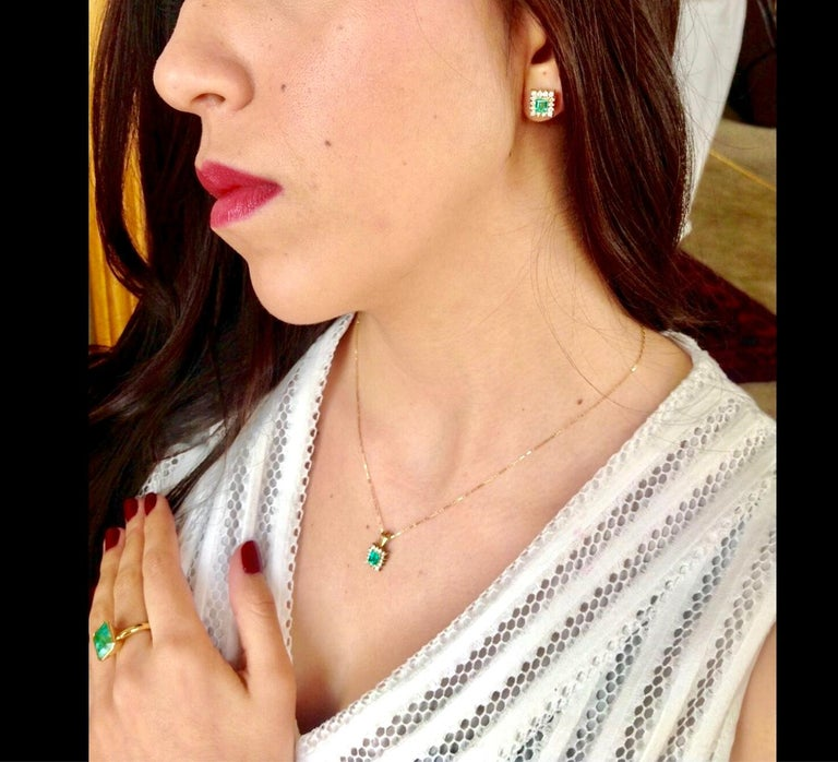 Colombian Emerald Diamond Necklace and Earrings Suite 18K For Sale 1