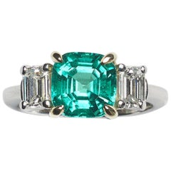 Colombian Emerald, Diamond, Platinum and Gold Ring