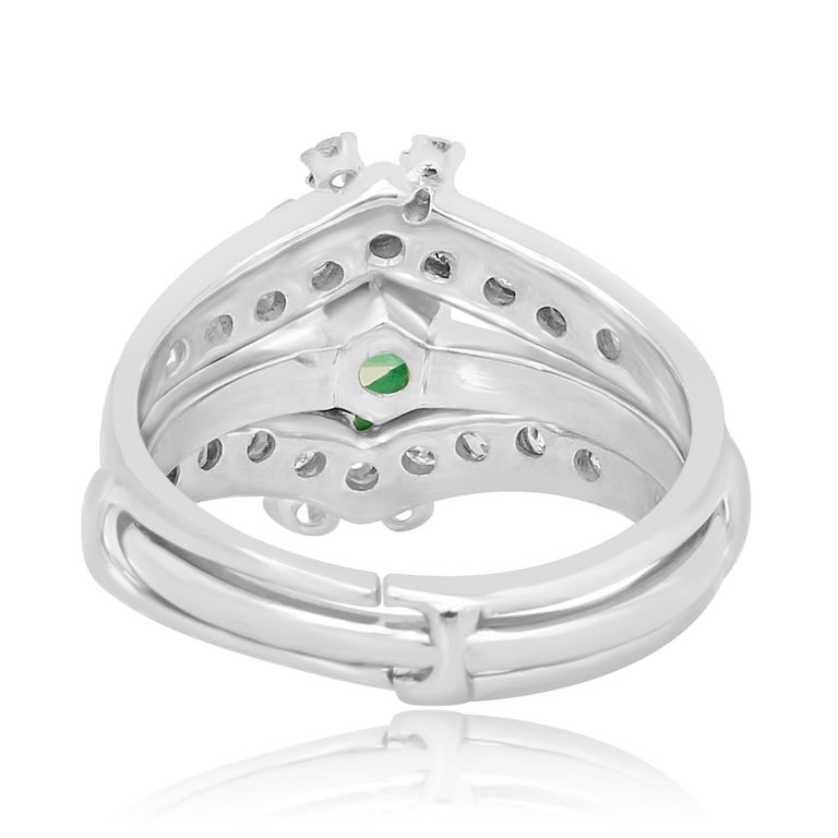 Colombian Emerald Diamond Platinum  Wedding Ring Set For Sale 4