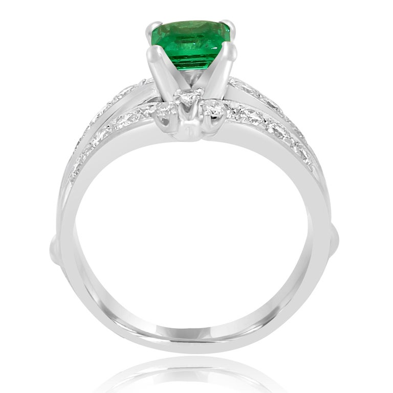 Colombian Emerald Diamond Platinum  Wedding Ring Set For Sale 1