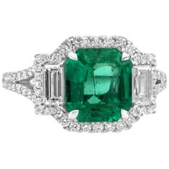 Colombian Emerald Diamond Three-Stone Halo Fashion Cocktail White Gold Ring