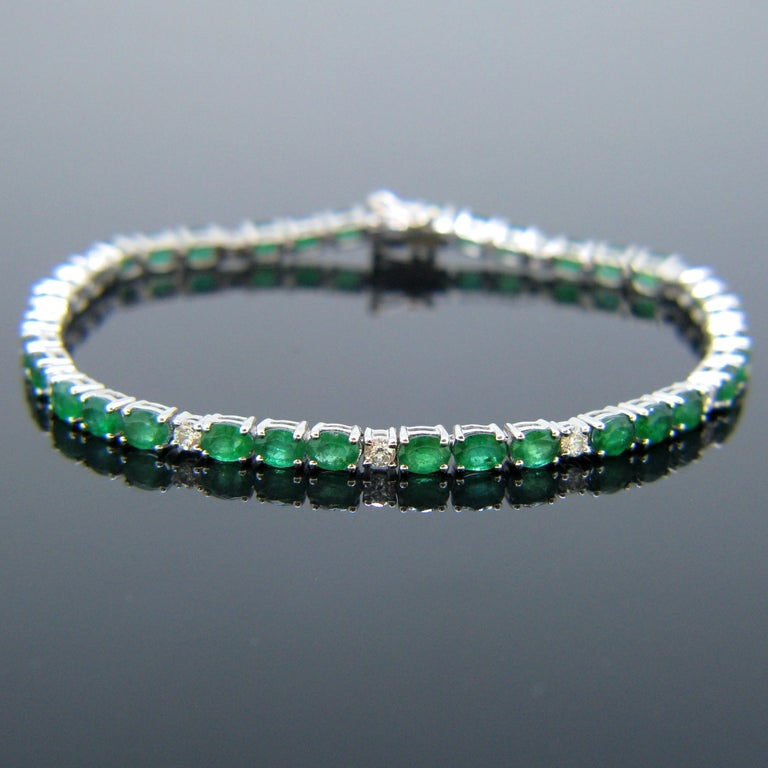 This beautiful line bracelet is made in 18kt white gold. It is adorned with 36 oval cut colombian emerald for a total carat weight of around 4.30ct and with 12 brilliant cut diamonds. It is controlled with the French eagle's head and it is in very