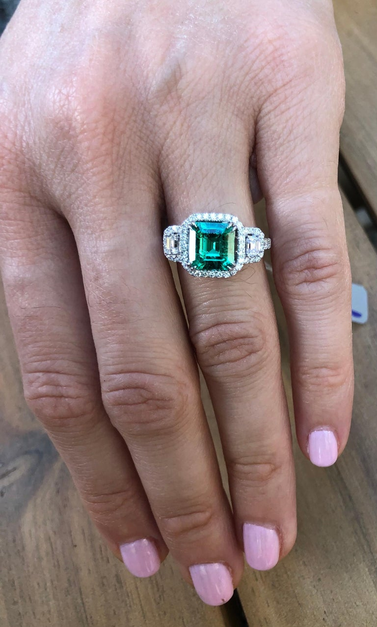 Colombian Emerald Ring 1.75 Carat Emerald Cut In New Condition In Beverly Hills, CA