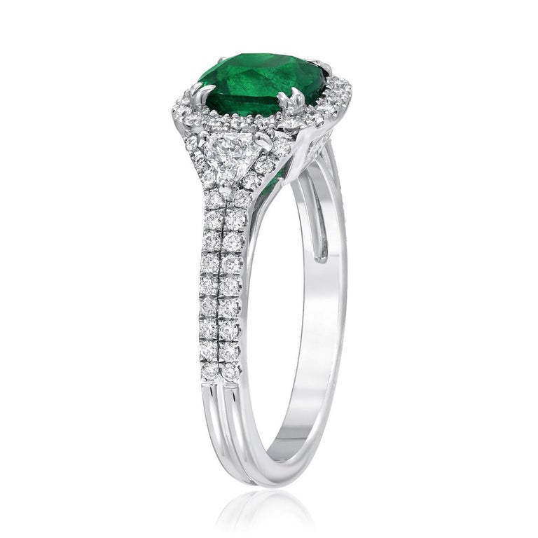Modern Colombian Emerald Ring Cushion Cut 1.39 Carats For Sale