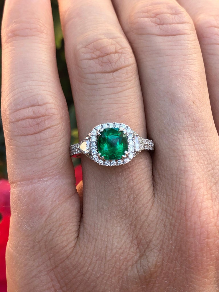 Colombian Emerald Ring Cushion Cut 1.39 Carats For Sale 1