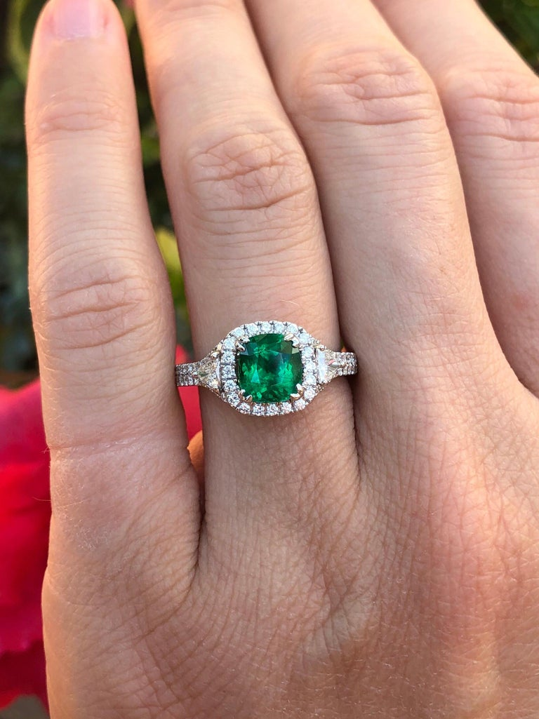 Colombian Emerald Ring Cushion Cut 1.39 Carats For Sale 3