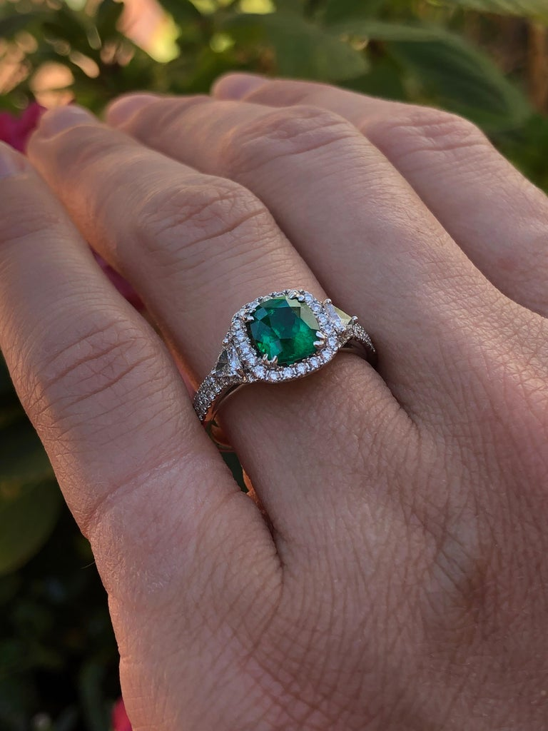 Colombian Emerald Ring Cushion Cut 1.39 Carats For Sale 4