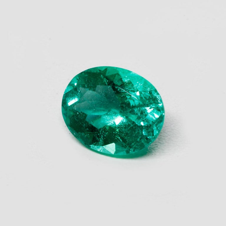 Modern Colombian Emerald Ring Gem 1.78 Carat Weight For Sale