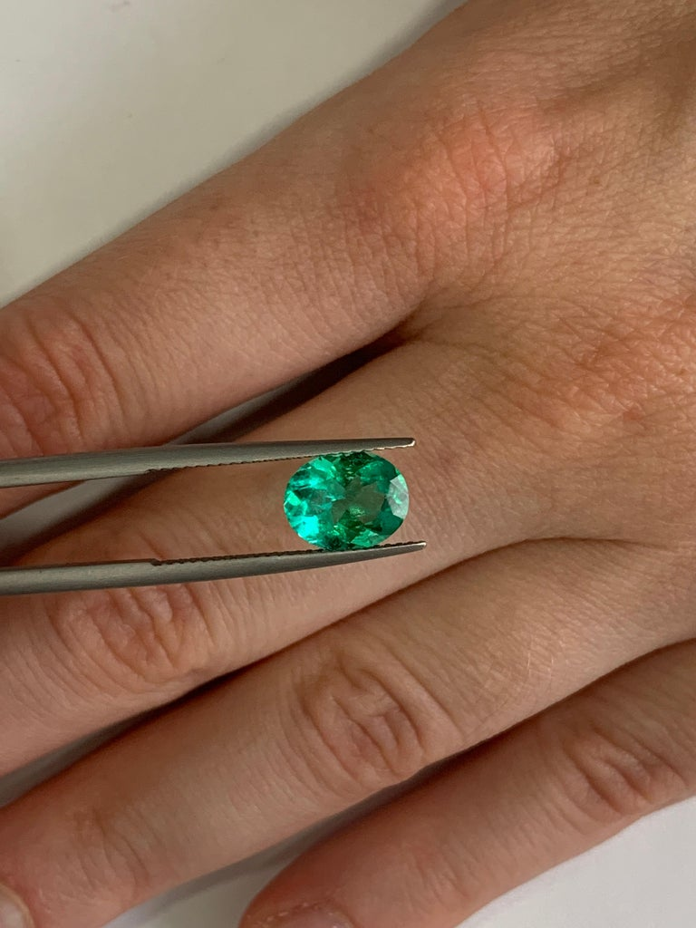Women's or Men's Colombian Emerald Ring Gem 1.78 Carat Weight For Sale
