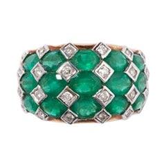 Colombian Emeralds and Diamonds Ring, 18 Karat Gold