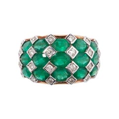 Colombian Emeralds and Diamonds Ring, 18 Karat Gold