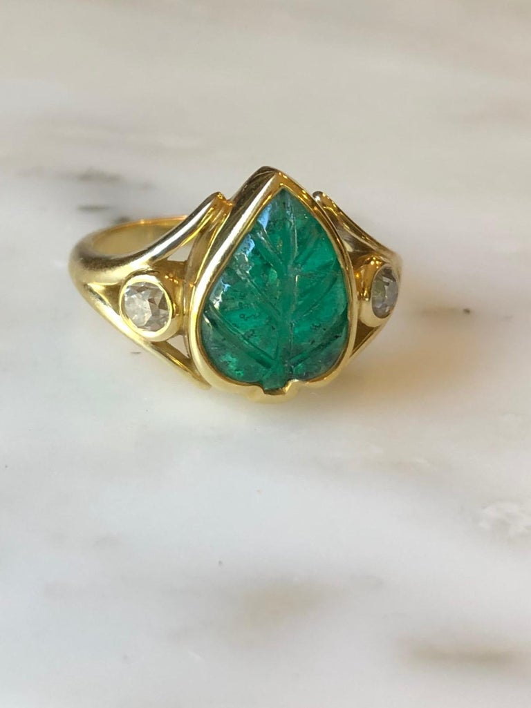 Colombian Muzo Emerald Carved Leaf and Diamond Ring For Sale 1