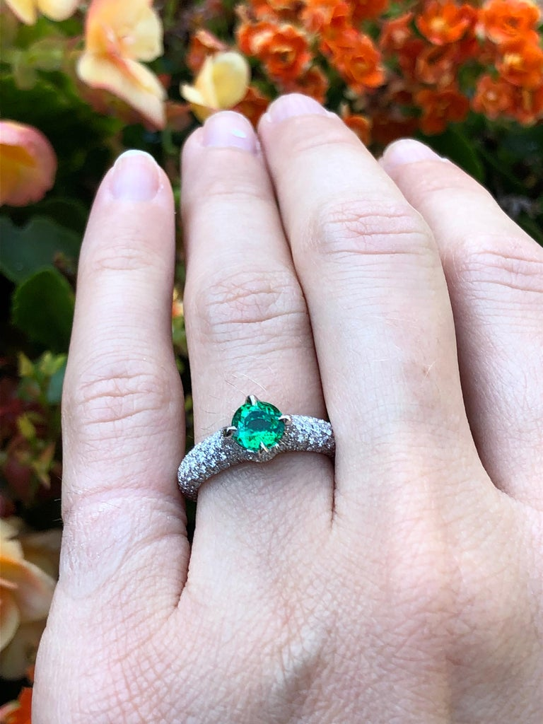 No Oil Colombian Emerald Ring 0.79 Carat AGL Certified Untreated For Sale 4