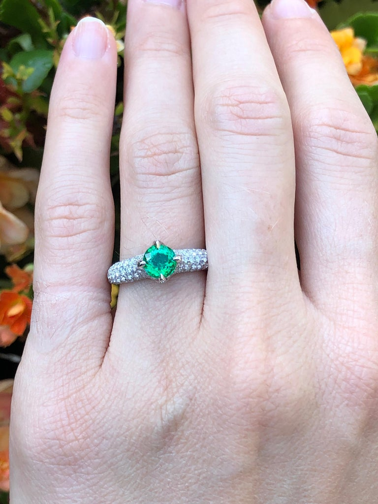 No Oil Colombian Emerald Ring 0.79 Carat AGL Certified Untreated For Sale 6