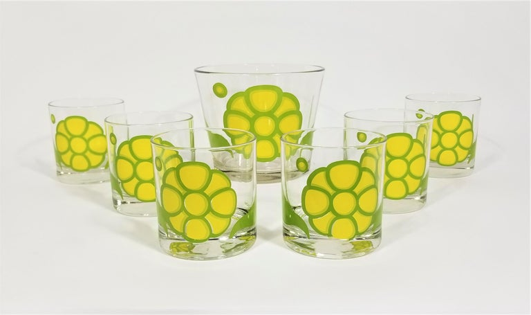 1960s 1970s Mid century glassware barware made by Colony. Set includes 6 glasses with Ice Bucket. Mod flower design. Yellow green. Excellent condition.   Measurements: Ice Bucket Height: 5.0 inches Ice Bucket Diameter: 5.88 inches  Glass
