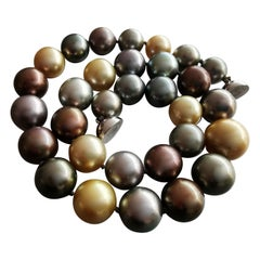 Colored Cultured Pearl White Gold clasp Necklace