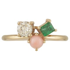 Colorful 18 Karat Gold Ring with a Diamond, a Coral and an Emerald