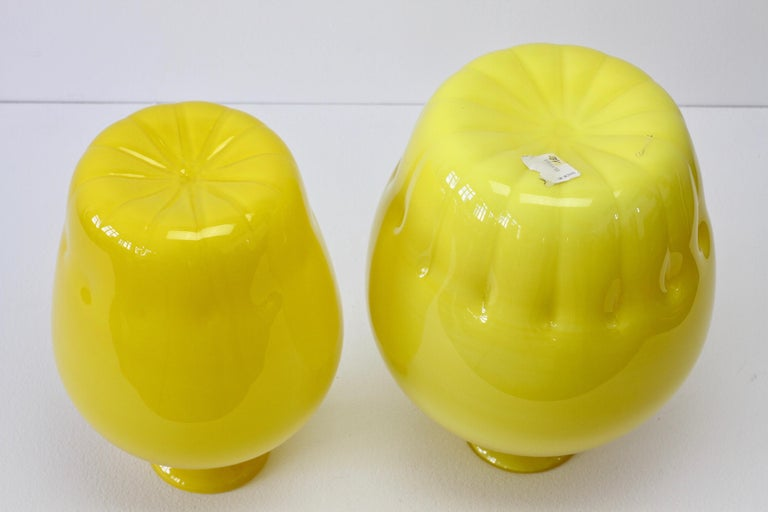 Colorful Cenedese Pair of Yellow Vintage Italian Murano Glass Vases, circa 1990s For Sale 4