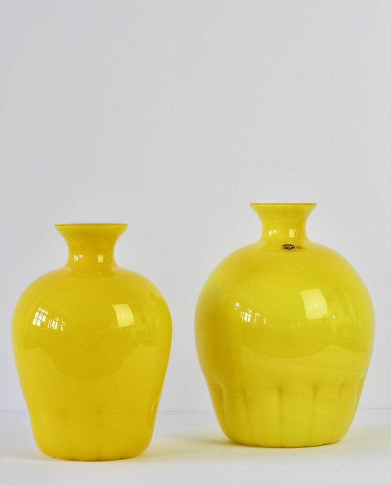 Late 20th Century Colorful Cenedese Pair of Yellow Vintage Italian Murano Glass Vases, circa 1990s For Sale