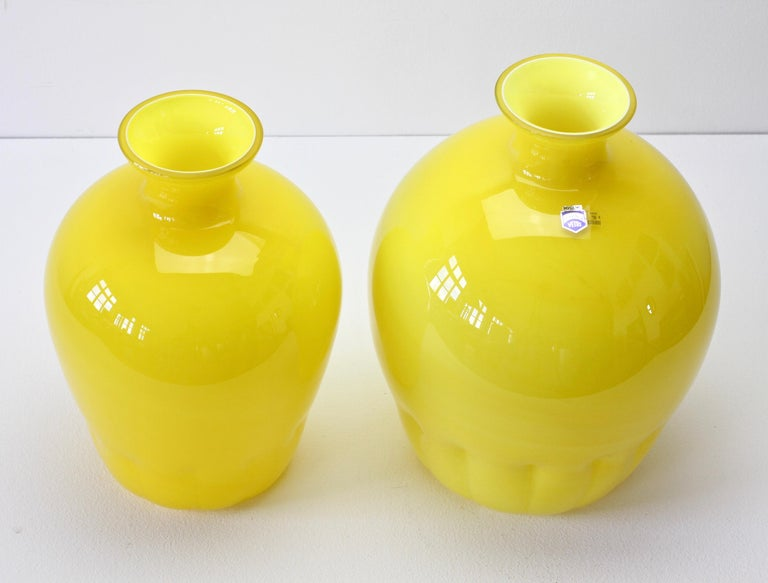 Colorful Cenedese Pair of Yellow Vintage Italian Murano Glass Vases, circa 1990s For Sale 1