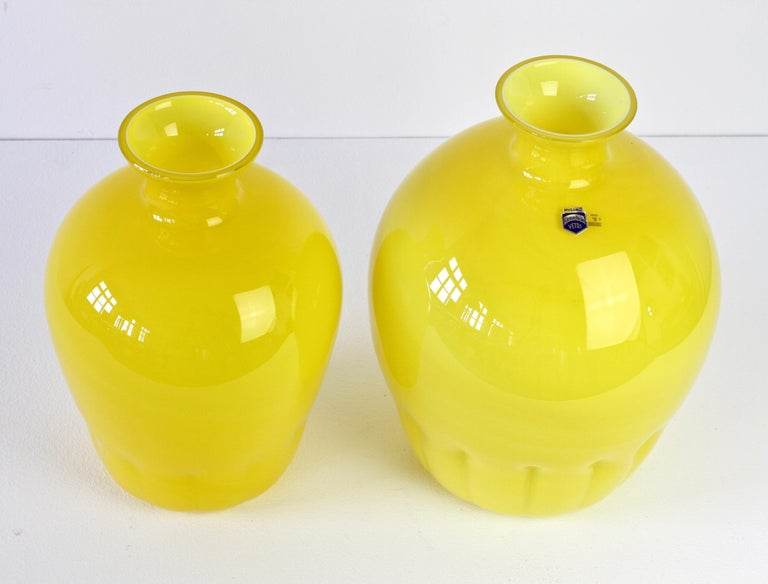 Colorful Cenedese Pair of Yellow Vintage Italian Murano Glass Vases, circa 1990s For Sale 2