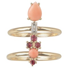 Colorful 18 Karat Gold Ring with Spinels, Corals and a Baguette Diamond