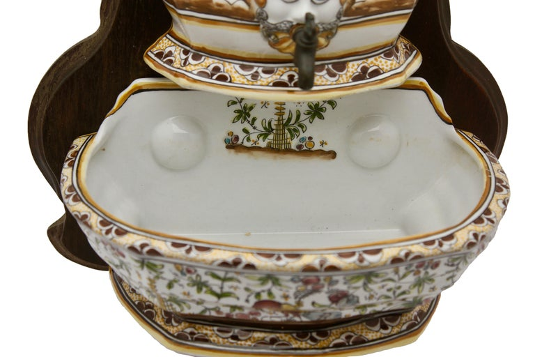 Colourful Portugese Cistern/Humidifier with 17th Century Flowers & Masque Decor In Good Condition For Sale In Verviers, BE