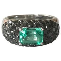 Columbian Emerald 2 Carat Ring 18 Carat White Gold Set with Black Diamonds Italy