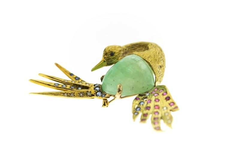 Columbian Emerald Sapphire Diamond 18 Karat Gold Heron Brooch In Good Condition For Sale In New York, NY