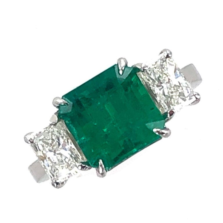Modern Colombian Natural Emerald Diamond Platinum Three-Stone Ring GIA Certified For Sale